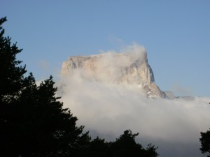 falaise calcaire escalade grandes voies butte témoin